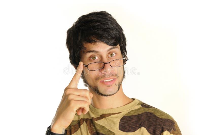 Latinomann mit Brillen lizenzfreie stockfotos