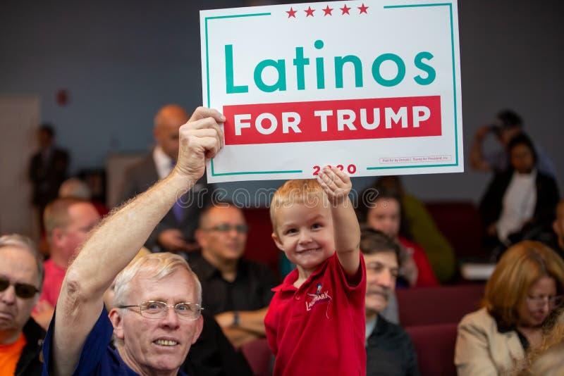 Latinos for Trump Event con il vice presidente Mike Pence e la seconda donna Karen Pence a Nacion de Fe I bambini supportano Trum fotografie stock libere da diritti