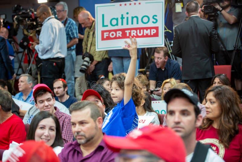Latinos for Trump Event con il vice presidente Mike Pence e la seconda donna Karen Pence a Nacion de Fe I bambini supportano Trum fotografia stock libera da diritti