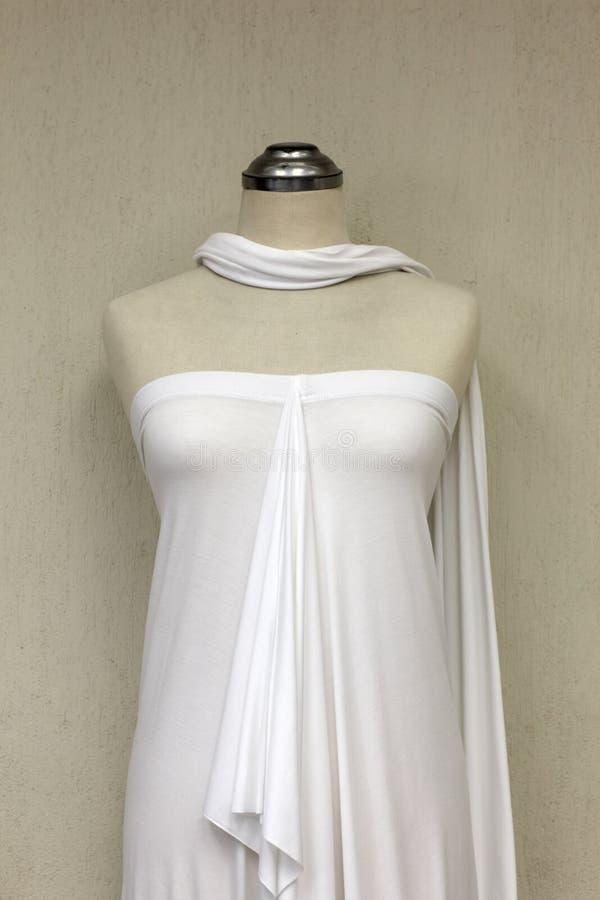 Download Lato bielu suknia zdjęcie stock. Obraz złożonej z suknia - 28956082
