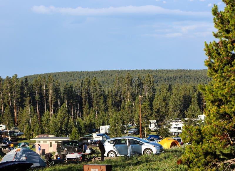 Lato camping przy Yellowstone parkiem narodowym fotografia royalty free
