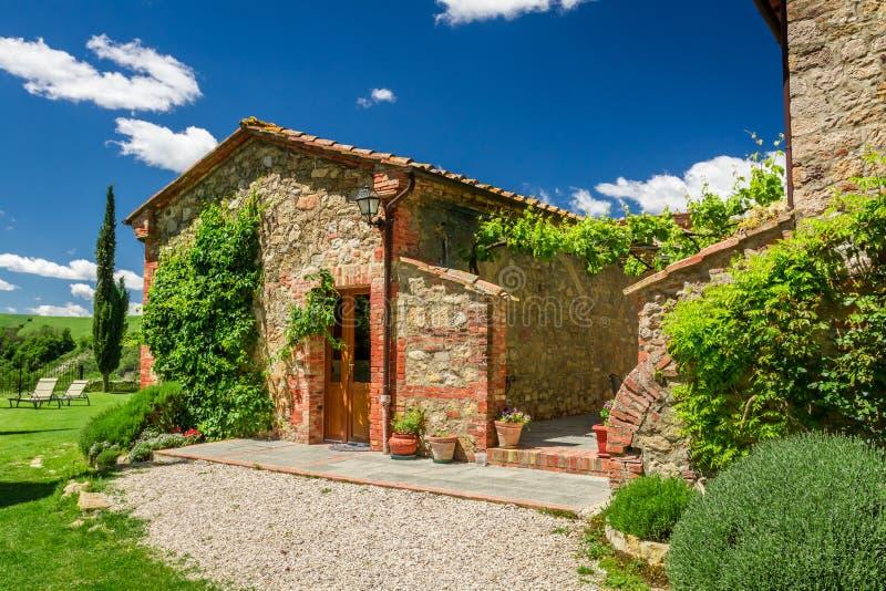 Lato chałupy agriturismo w Tuscany zdjęcia stock