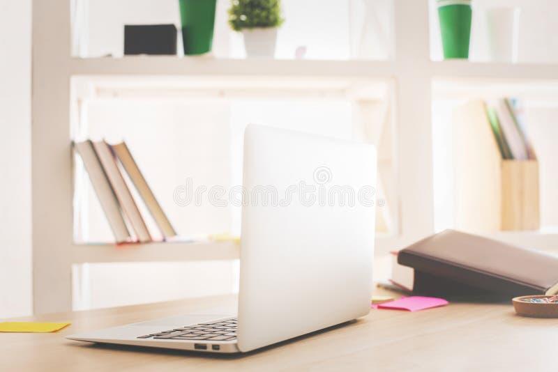 Lato del computer portatile immagine stock