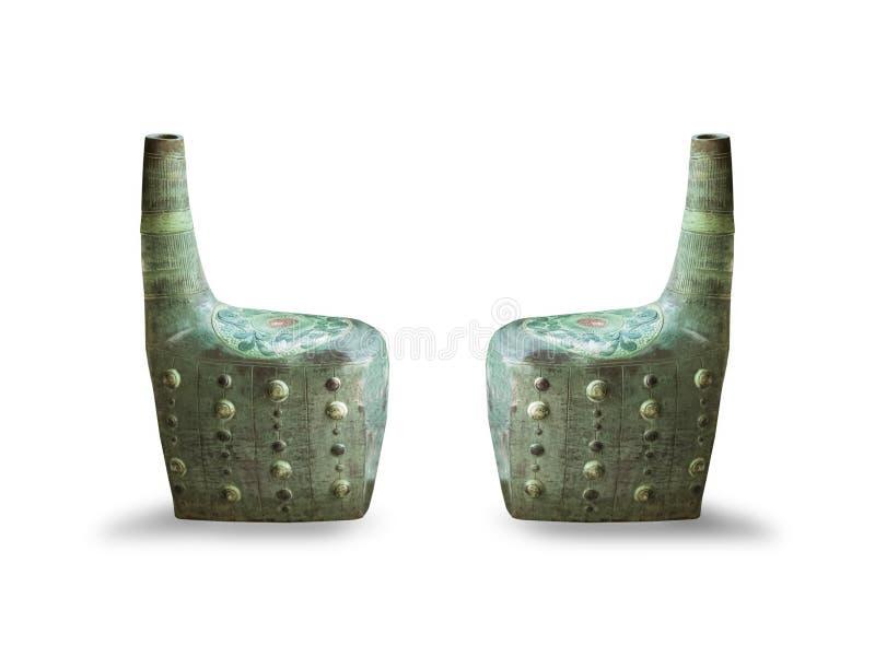 Lato della sedia verde d'annata, isolato su fondo bianco immagine stock