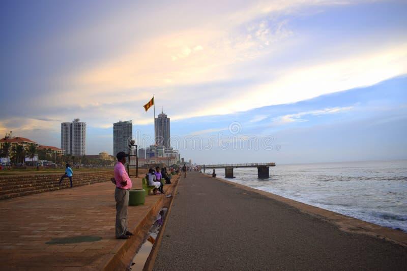 Lato della spiaggia accanto ad una capitale Colombo, Sri Lanka immagini stock