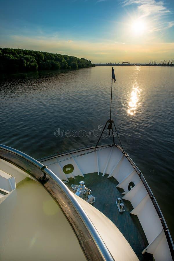 Lato di andata di una nave da crociera fotografie stock