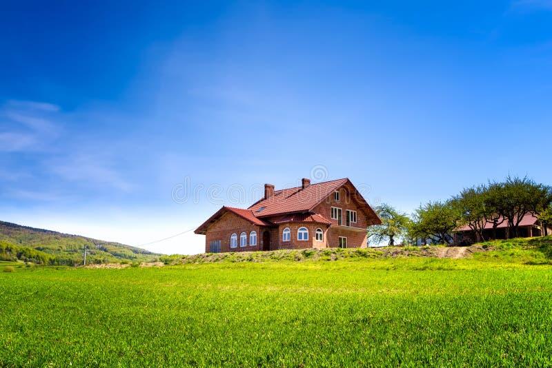 Lato dom w górach obraz royalty free