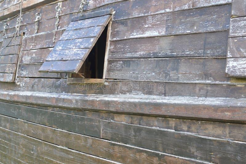 Lato esterno di un bordo della nave di legno immagini stock libere da diritti