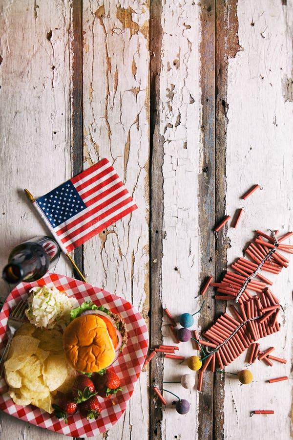 Lato: Flaga Amerykańskiej I lato pinkinu tło zdjęcia royalty free