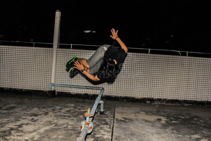 Lato Flip Parkour Move fotografie stock libere da diritti