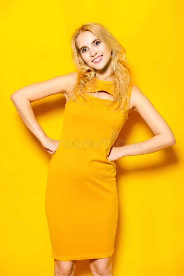 Lato koloru żółtego suknia fotografia royalty free