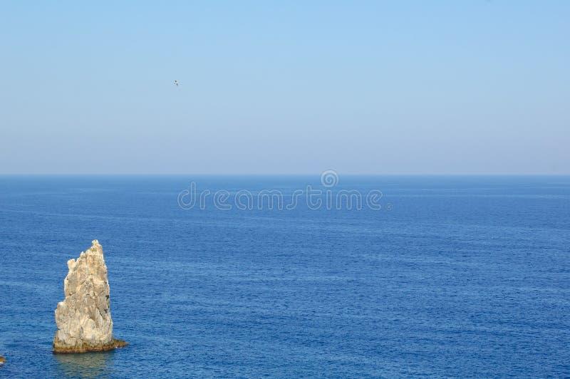 Lato krajobraz z morzem i skałą Południowy wybrzeże Crimea, Ukraina fotografia stock
