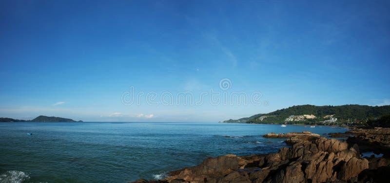 Lato krajobrazowa panorama tropikalny morze w ranku Phuket zdjęcie stock