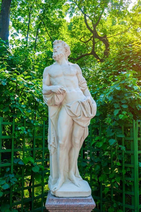 Lato ogród, St Petersburg, Rosja rzeźbi skała - personifikacja przeznaczenie fotografia royalty free