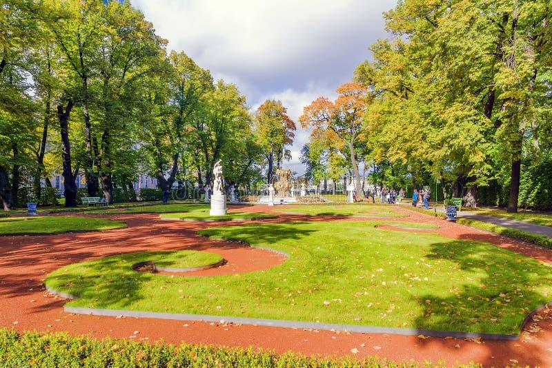 Lato ogród - stary ogród St Petersburg, Rosja obraz royalty free