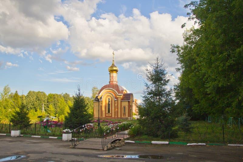 Lato pejzaż miejski przegapia kaplicę obrazy stock