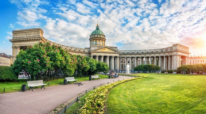 Lato pogodny wieczór przy Kazan katedrą zdjęcie stock