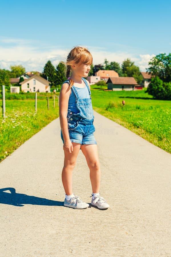 Lato portret dziewczyna troszkę fotografia stock