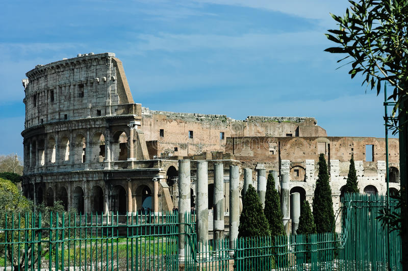 Lato posteriore di Colosseum, Roma fotografia stock