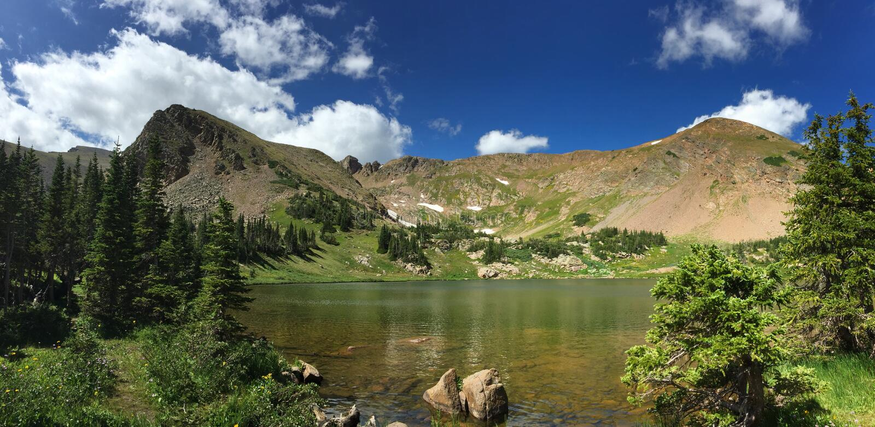 Lato przy Kolorado wysokogórskim jeziorem zdjęcie royalty free