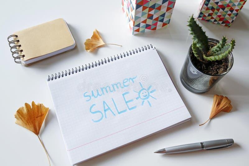 Lato sprzedaż pisać w notatniku obraz royalty free