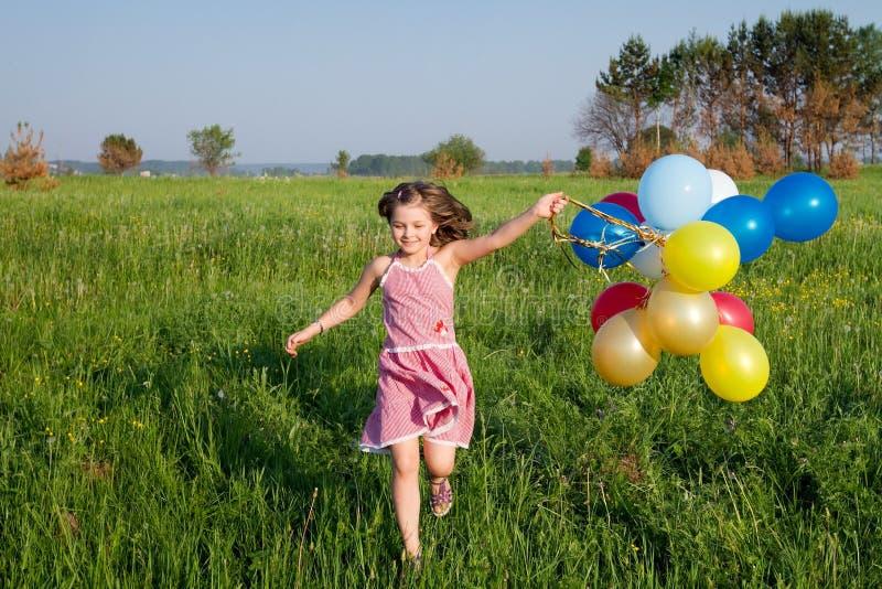 Lato szczęśliwa dziewczyna fotografia stock