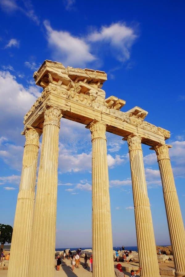 LATO, TURCHIA - 5 LUGLIO 2019: Il tempio di Apollo con cielo blu sui precedenti immagine stock