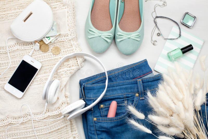 Lato ulicy styl Mody lata dziewczyny ubrania Ustawiający, akcesoria zdjęcie royalty free