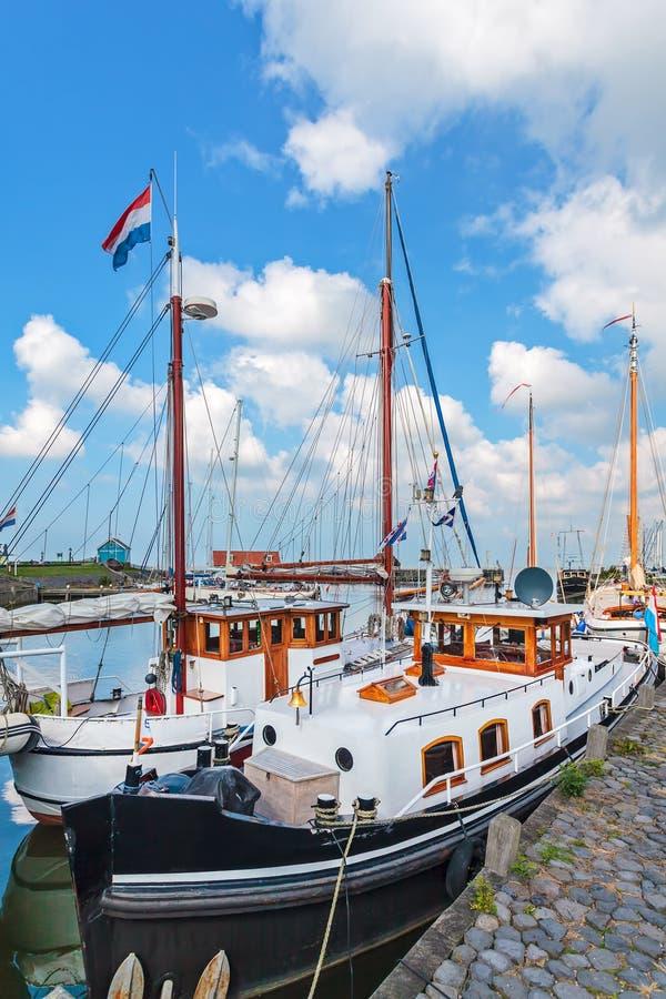 Lato widok Holenderski Hindeloopen schronienie obraz stock
