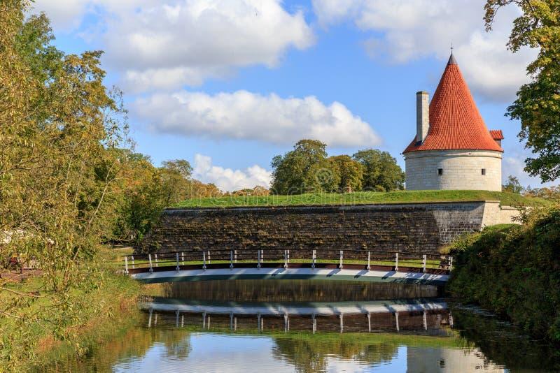 Lato widok Kuressaare kasztel, Saaremaa wyspa, Estonia obraz royalty free