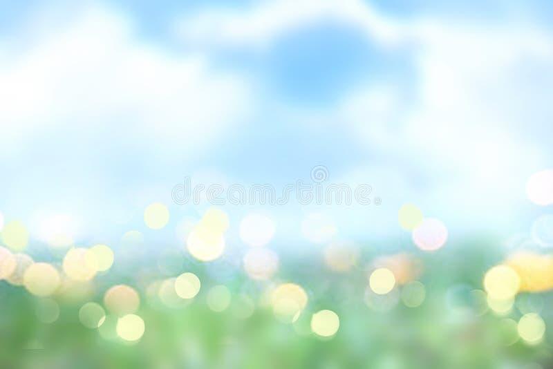 Lato wiosny natury zamazany tło Zielonej trawy niebieskiego nieba tekstura Wielkanocny t?o ilustracji