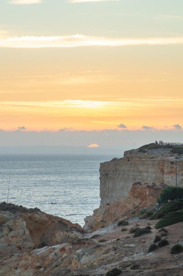 Lato zmierzch Algar Seco na Algarve, Portugalia zdjęcia stock