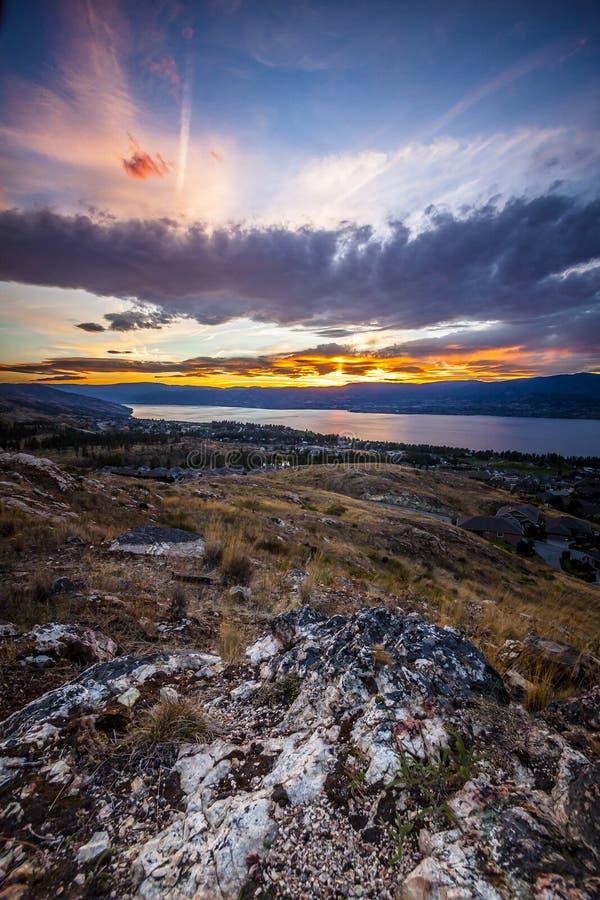 Lato zmierzch w Okanagan dolinie Okanagan jeziorze i fotografia stock