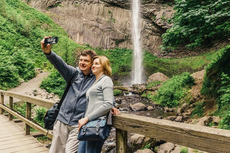 Latourell下跌沿哥伦比亚河峡谷的瀑布 库存图片