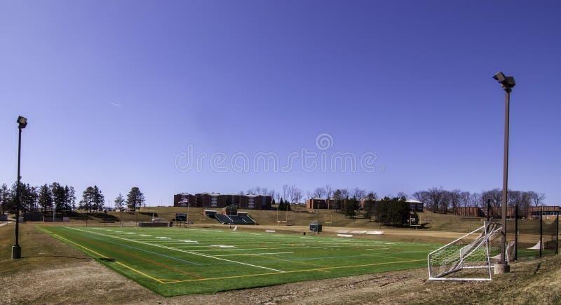 Latrobe Pennsylvania, USA 3/23/2019 UPMC-fältet för fotboll på universitetsområdet av St Vincent College arkivbilder