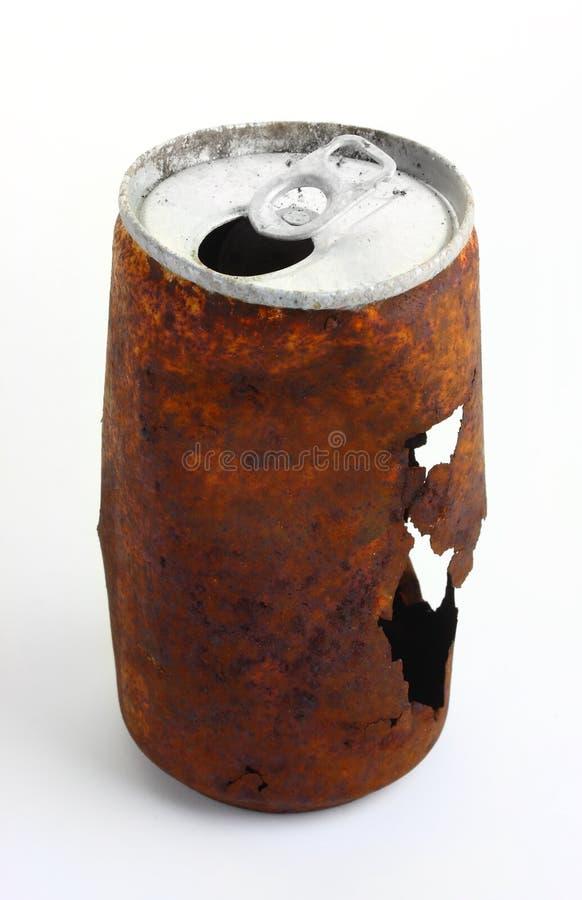 Latta di soda fuori arrugginita fotografia stock libera da diritti