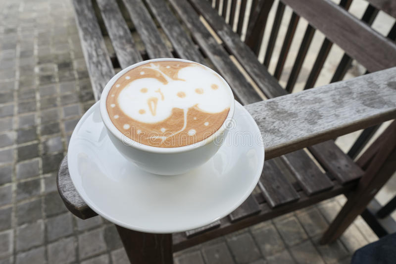 Latte Art Coffee do boneco de neve foto de stock