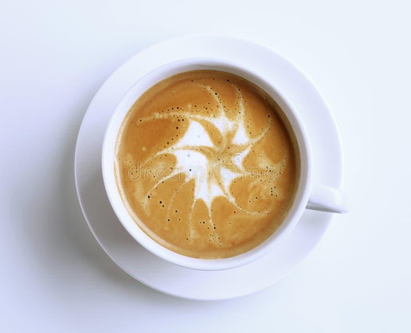 Latte con arte de la espuma fotografía de archivo libre de regalías