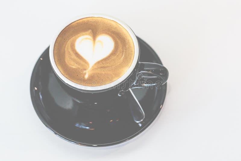 Latte de flautín caliente en taza de café de China imagen de archivo