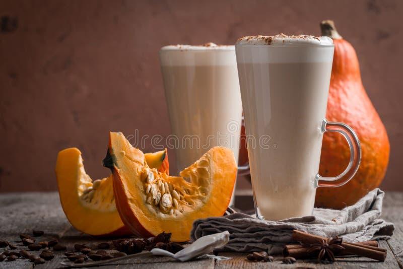 Download Latte De Potiron Avec Des épices Image stock - Image du normal, automne: 77161165