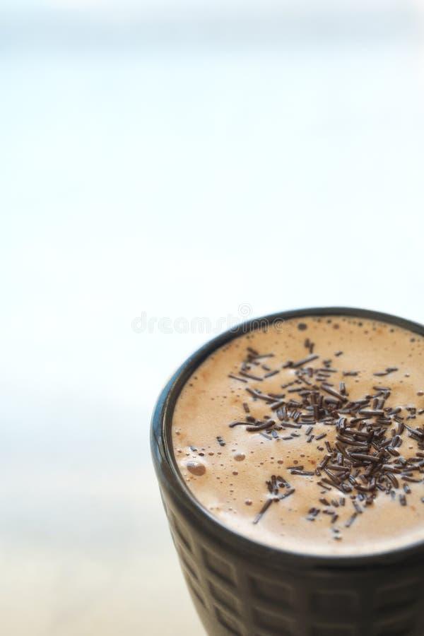 Latte del caffè in tazza di caffè fotografia stock libera da diritti