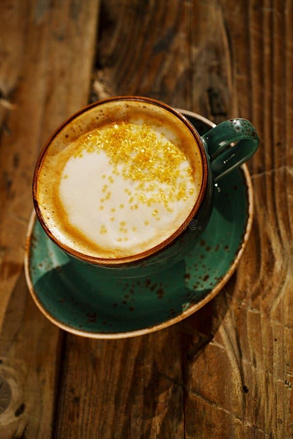 Latte della curcuma o latte dorato immagine stock
