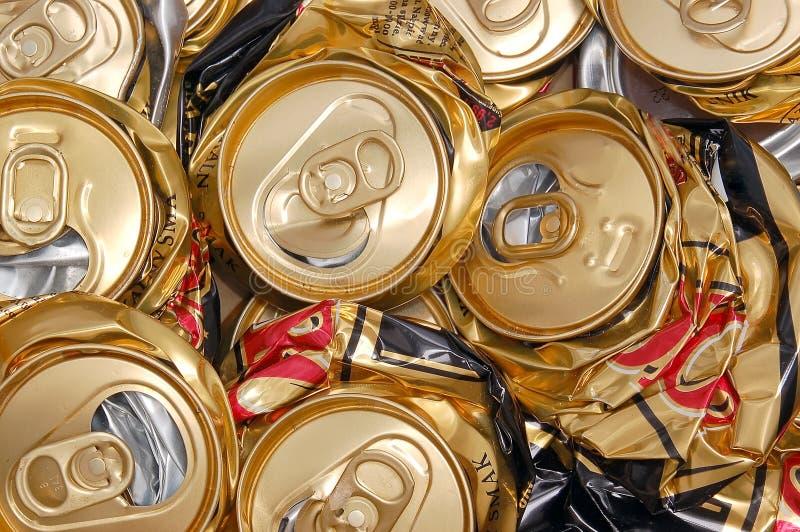 Latte di birra schiacciate fotografie stock libere da diritti