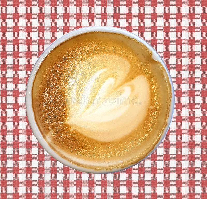 Latte do café decorado com a espuma do leite feita sob a forma de um teste padrão foto de stock royalty free