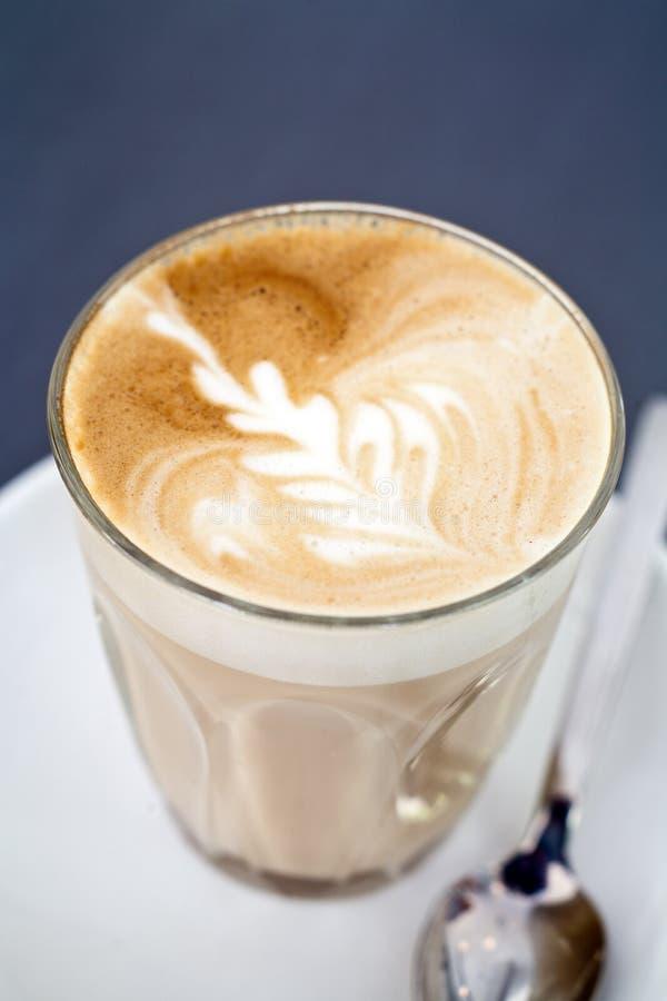 Latte do café em um vidro fotos de stock royalty free