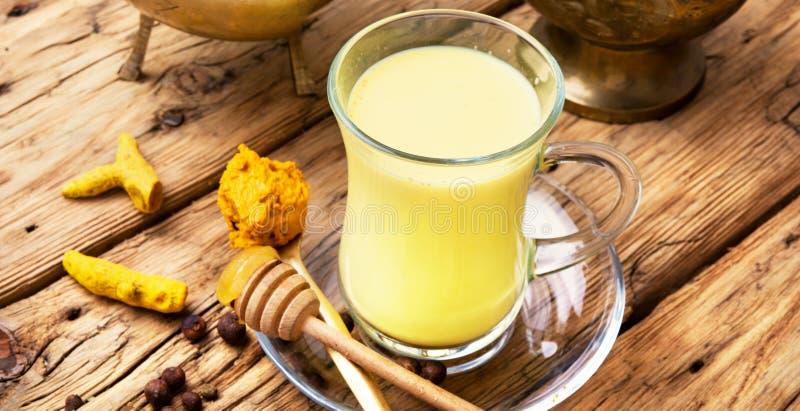 Latte dorato della curcuma immagini stock