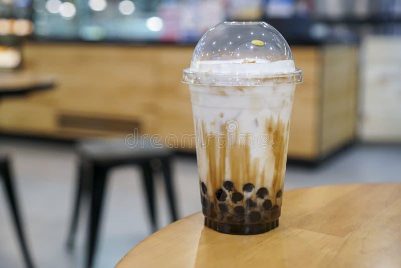 Latte fresco dello zucchero bruno con il boba/bolla fotografia stock