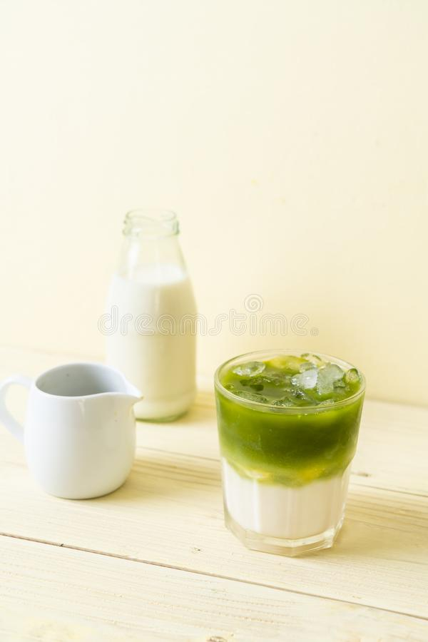 Latte ghiacciato del t? verde di matcha fotografia stock