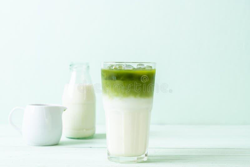 Latte ghiacciato del t? verde di matcha immagini stock