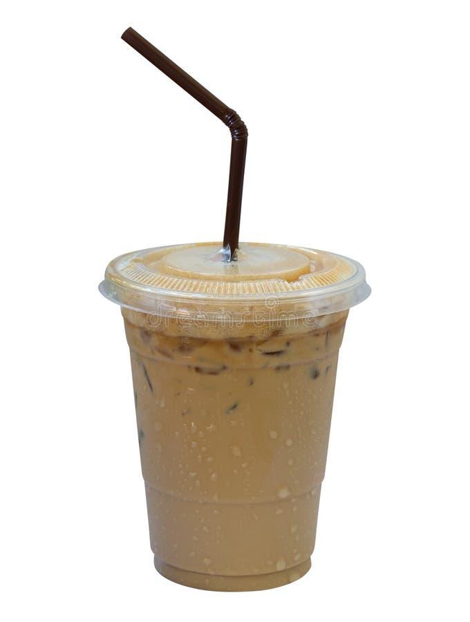 Latte helado del café en la taza plástica aislada en el fondo blanco, c imágenes de archivo libres de regalías